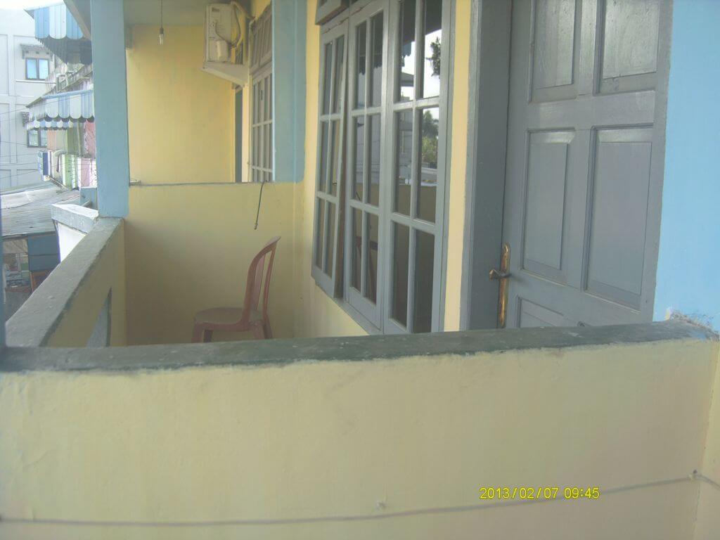 Balkon (2 kamar, lantai 2)