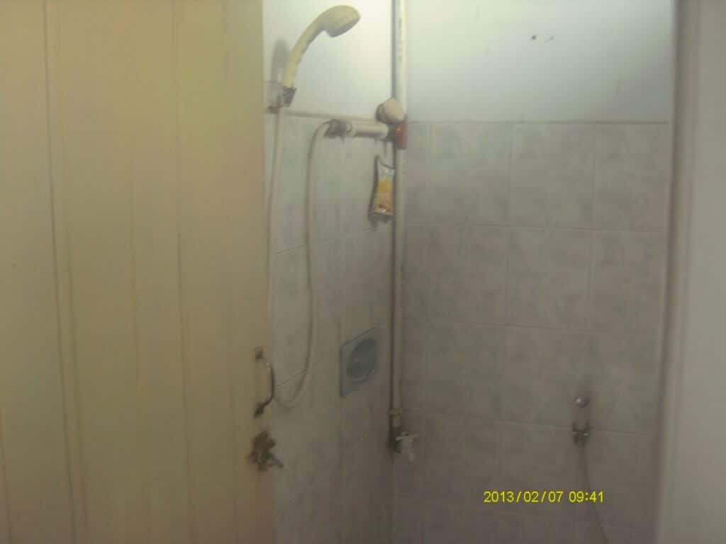 Contoh Kamar Mandi dan Pancuran Air