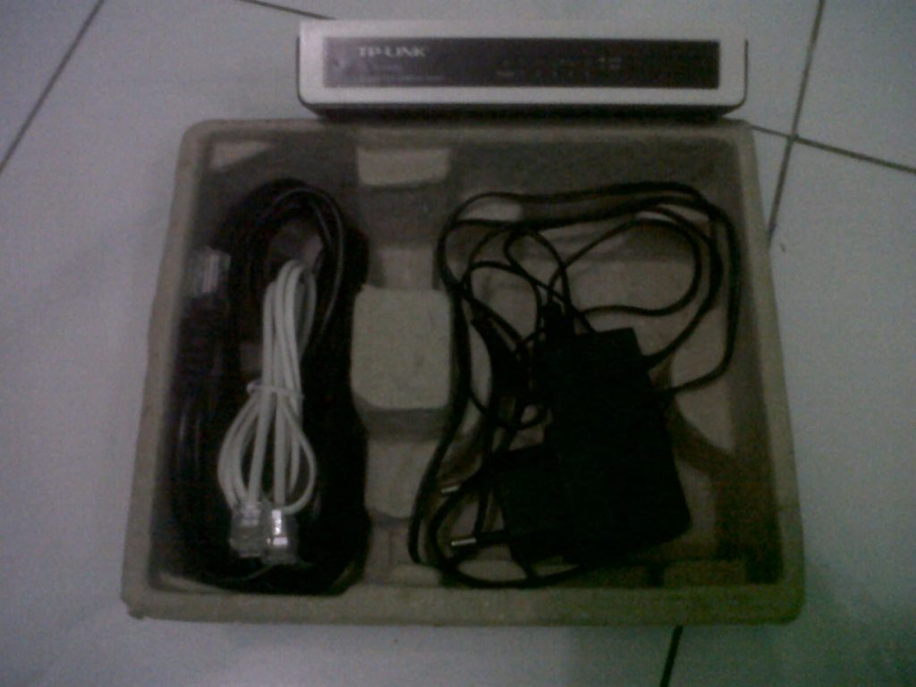 kelengkapan switch hub TP-Link TL-SF1005D