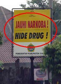 "Teks ""Jauhi Narkoba"" diartikan sebagai ""Hide Drug""."