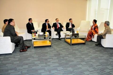 Menteri Susi Susi Pudjiastuti Saat Bertemu 6 Dubes Sendirian