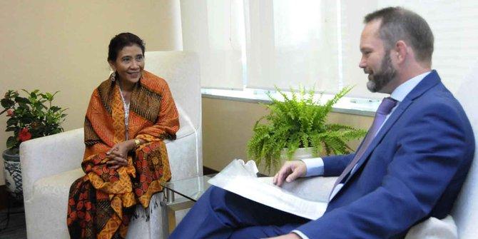 Menteri Susi Pudjiastuti bersama Dubes Norwegia.
