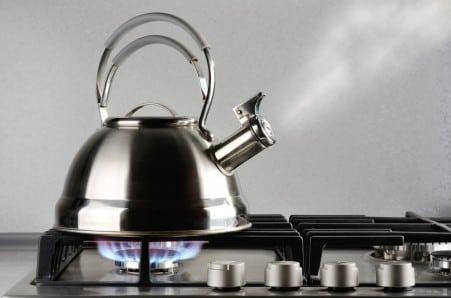 cerek kompor gas air mendidih membuat kopi