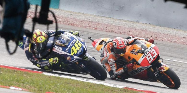 Video Rossi Menendang Kepala Marquez Sepang 2015