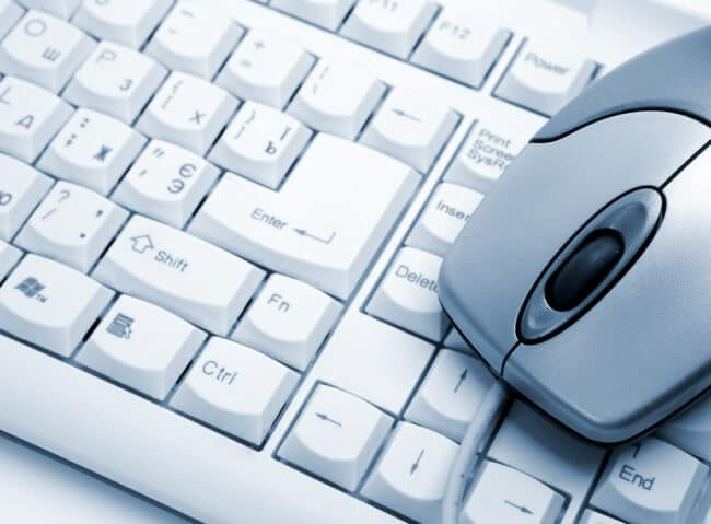 mouse di atas keyboard