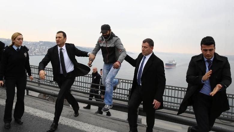 Orang-yang-mau-bunuh-diri-di-turki-erdogan-presiden