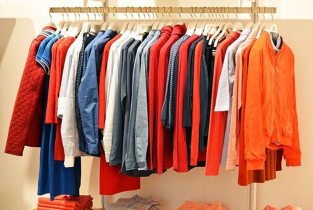 Baju, Kaos, Kemaja Lengan Panjang Digantung Warna-Warni