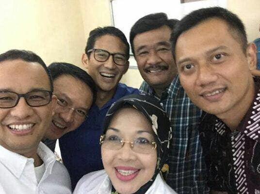 Foto Selfie Anies Baswedan, Ahok atau Basuki Tjahaja P., Sandiaga S. Uno, Sylviana M., Djarot Saiful H, Agus H. Yudhoyono