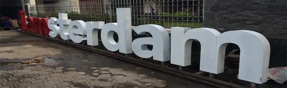 Parkir Depan Kafe Koffie Tijd Kopi Bandung Iamsterdam