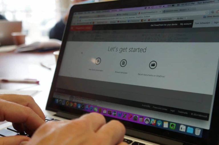 Gambar Laptop Orang Mengetik Komputer Tangan Let's Get Started Mari Mulai Terjemahan Inggris Indonesia