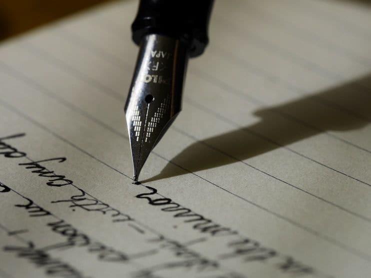 Pena, Bulpen Menulis Tulisan Tangan di Atas Kertas Putih Bergaris Hitam