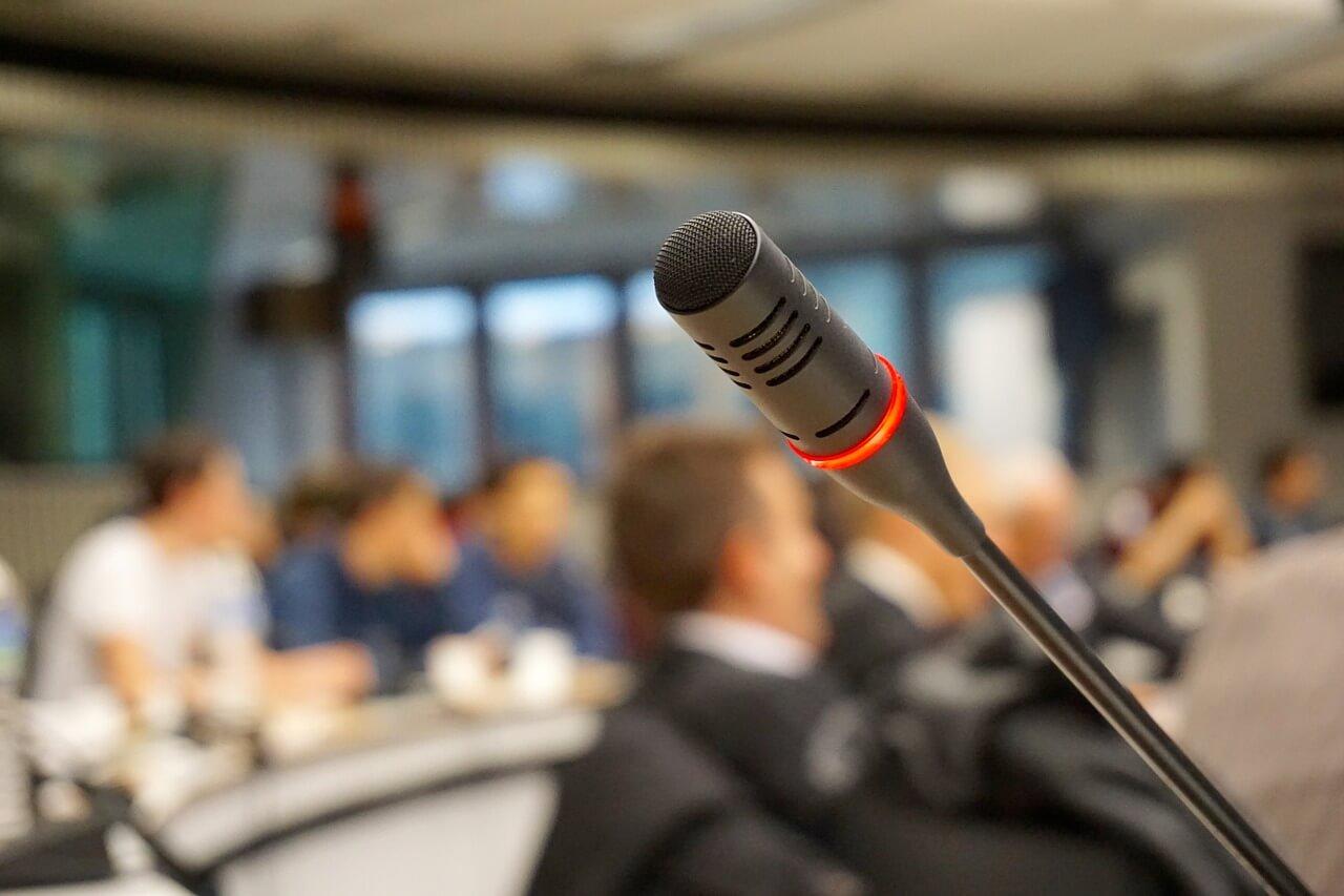 Mikrofon Mic Interpreter Juru Bahasa Orang Rapat Merah Hitam Microphone Suara