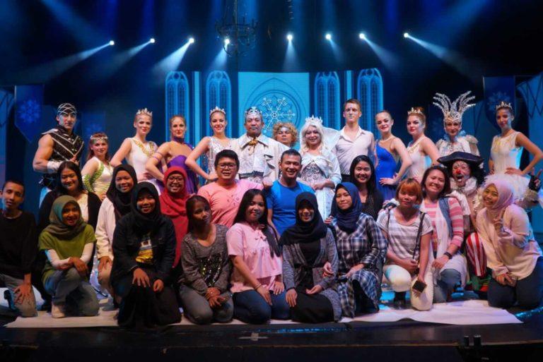 Foto Bersama Sirkus Internasional dari Savaliev's Grand Circus TSM TSB 23 November 2019