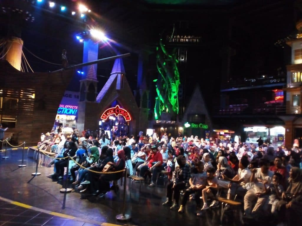 Suasana Penonton Sirkus Savaliev's Grand Circus Trans Studio Bandung